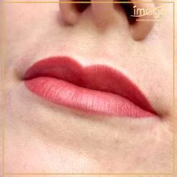 Chcesz idealnie podkreślić kształt i kolor swoich ust ? 👄👄 Makijaż permanentny to idealny sposób, aby wydobyć z nich naturalne piękno. 💋💋 🧐🤔 Myślisz o takim zabiegu, ale nie jesteś do końca przekonana? Masz pytania?❓ Napisz do nas! 📲💻