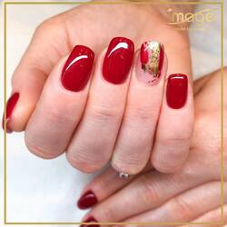 Dzień dobry w poniedziałek!   Dziś minimalistyczne zdobienie i manicure gotowy! 💅  Co powiecie na taką stylizację? 🍂 Wykonała Karolina👌  Miłego dnia.🙌 Zapraszamy🙃🙂 ☎️ 662 497 510