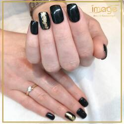 Zadbane dłonie to wizytówka każdej kobiety❗️🥰 Estetycznie wykonany manicure sprawia, że czujemy się piękniejsze.🥰🤩 🤍 Kolejna propozycja naszego mani.😍 🚀💅 Wykonała Karolina.☺️ • Zapraszamy ☎️ 662497510